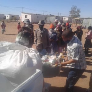 Round Table Namibia donates food and blankets to Aroab community